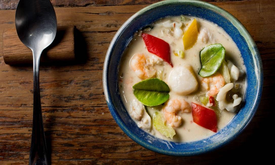 Nam Thai: O Gaeng Ahan Talê (R$ 72) leva camarões, lulas e viera com leite de coco, pennang curry, folhas de limão, tamarindo, vegetais, hortelã e limão. Rua Rainha Guilhermina 95 A/B, Leblon (2259-2962). Foto: LipeBorges (lipeborges.com.br) / Divulgação/Lipe Borges