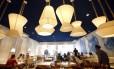 Da moda. Oia oferece comida grega em ambiente estilizad