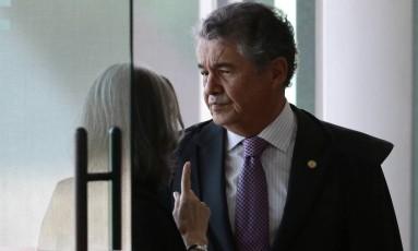 O ministro Marco Aurélio Mello conversa com a presidente do STF, ministra Cármen Lúcia Foto: Jorge William / Agência O Globo