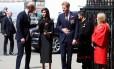 Príncipe William, Megan Markle e príncipe Harry em frente a Westminster Abbey em London, nesta quarta-feira Foto: HANNAH MCKAY / REUTERS