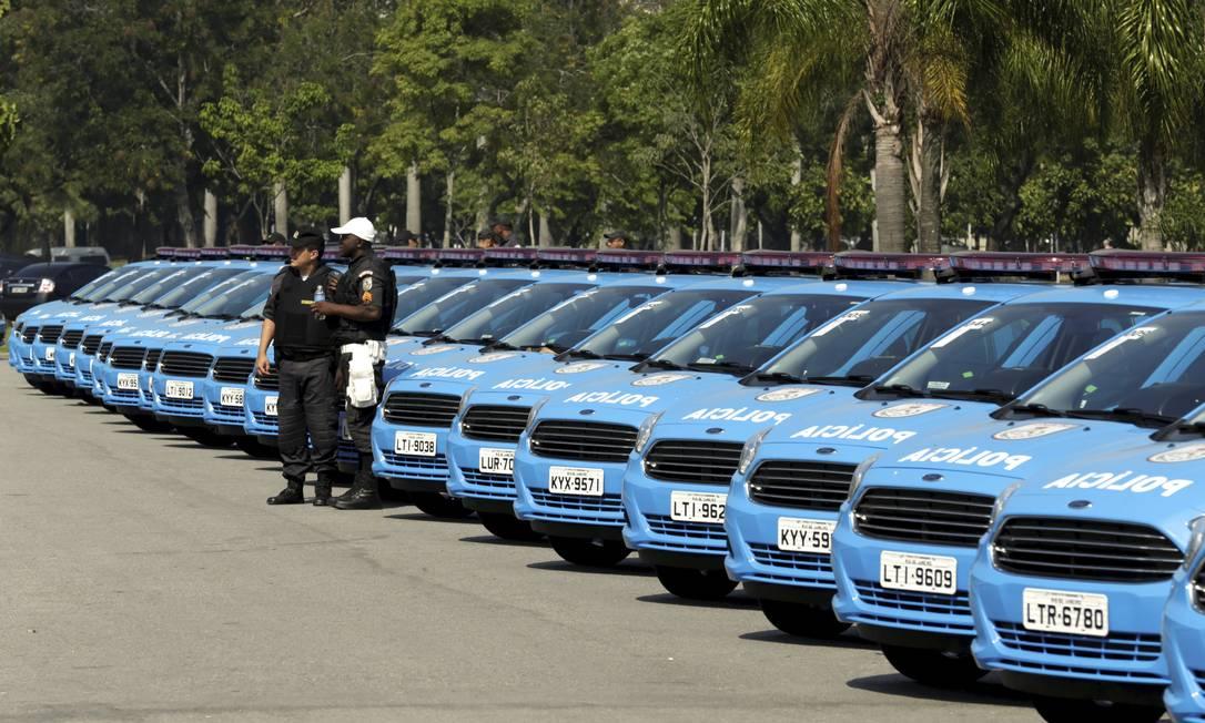Mais de 200 carros são entregues à Polícia Militar para reforçar o patrulhamento das ruas Foto: Gabriel de Paiva / Agência O Globo