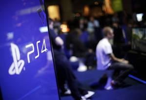Gamers jogam no PlayStation 4 Foto: Matthew Lloyd / Bloomberg