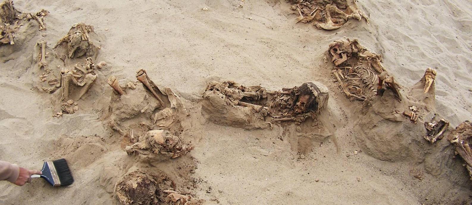 Arqueólogos encontraram 140 corpos de crianças sacrificadas em ritual há 550 anos Foto: National Geographic / Gabriel Prieto