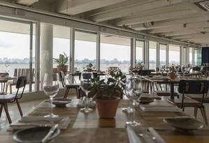 Vista Restaurante. Janelões valorizam a paisagem urbana de São Paulo Foto: Rubens Kato/Divulgação / FOTOS DE Rubens Kato/Divulgação