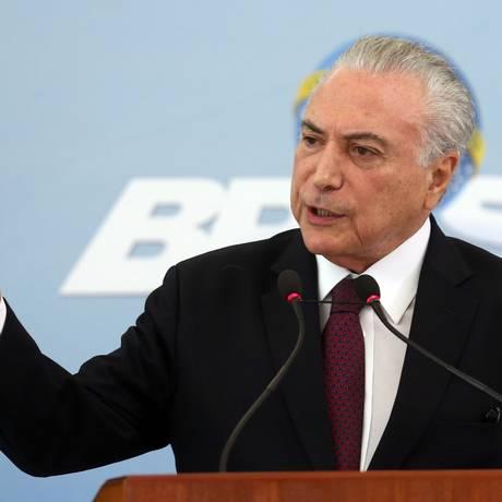 O presidente Michel Temer, durante pronunciamento no Palácio do Planalto Foto: Givaldo Barbosa / Agência O Globo