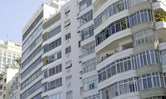 MB - Rio, 25/04/2018, Fechamento de varanda na Zona Sul - Matéria sobre a autorização para fechamento de varandas na Zona Sul. Na foto, prédios na Avenida Atlântica, em Copacabana. Foto: Márcio Alves / Agência O Globo Foto: Marcio Alves / marcio alves