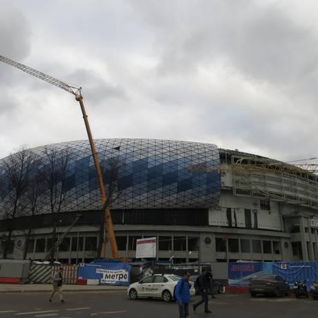 Obras no entorno do estádio do Dinamo de Moscou: construção começou há dez anos e ainda não acabou. Foto: Bernardo Mello