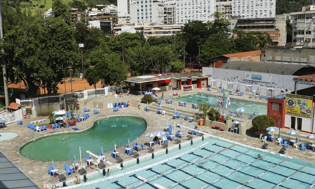 De ponta. O parque aquático do Tijuca Tênis Clube conta com três piscinas, sendo uma delas olímpica, a única da região Foto: Brenno Carvalho / Brenno Carvalho