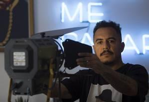 Marcelo D2 fala de seu novo filme, 'Amar é para os fortes' Foto: ROBERTO MOREYRA / Agência O Globo