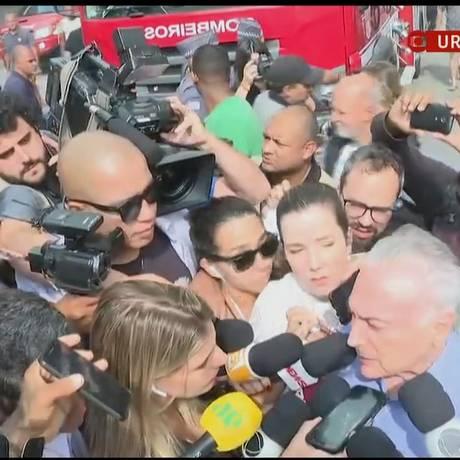 O presidente Temer deixou o local do incêndio em São Paulo às pressas após ser hostilizado por presentes Foto: Reprodução/GloboNews