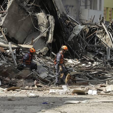 O desabamento de um edifício no Centro de SP deixou pelo menos 92 famílias desabrigadas Foto: Andre Penner / AP