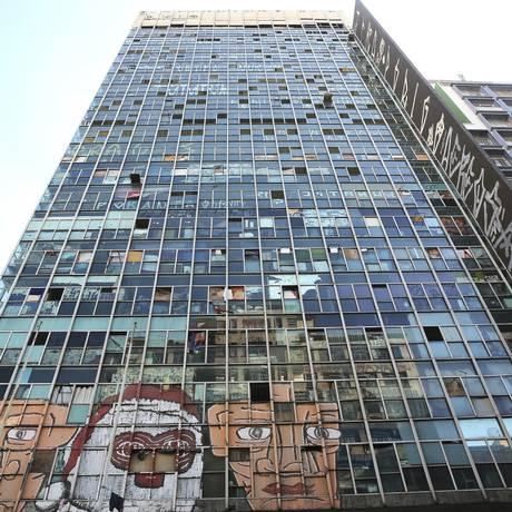 Fachada do antigo prédio da Polícia Federal, em São Paulo, que desmoronou após um incêndio Foto: Andre Penner / AP