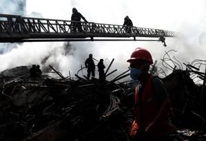 Incêndio em prédio no Centro de São Paulo, segundo relatos de testemunha, começou após briga de casal Foto: Leonardo Benassatto / Reuters