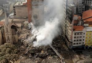 Prédio ocupado em São Paulo desaba após pegar fogo Foto: PAULO WHITAKER / REUTERS