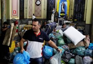 Desabrigados de prédio que desabou em SP procuram ajuda em igreja Foto: NACHO DOCE / REUTERS
