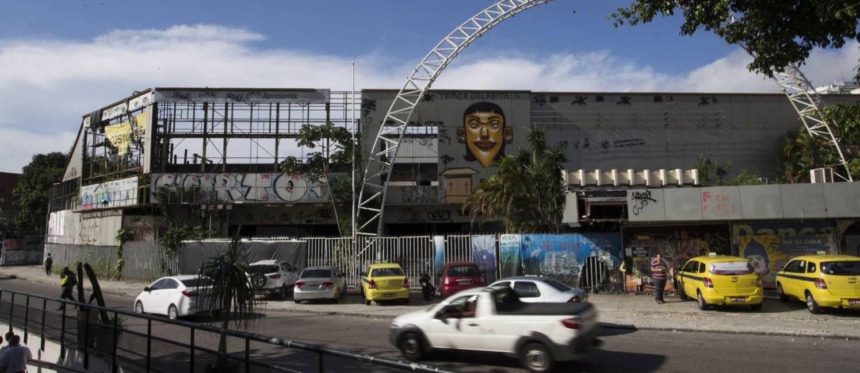 O imóvel onde funcionava o Canecão está completamente abandonado Foto: Guito Moreto em 05/04/2018 / Agência O Globo