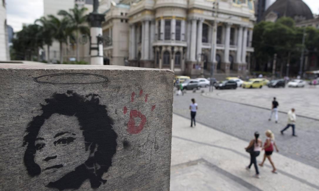 Homenagem a Marielle Franco na fachada da Câmara de Vereadores do Rio Foto: Márcia Foletto / Agência O Globo