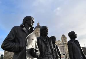 Estátuas homenageiam os Beatles em Pier Head, no renovado porto de Liverpool Foto: Visit Liverpool / Divulgação
