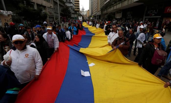 Resultado de imagem para Encontrados na Colômbia corpos de 9 mil vítimas de ex-paramilitares