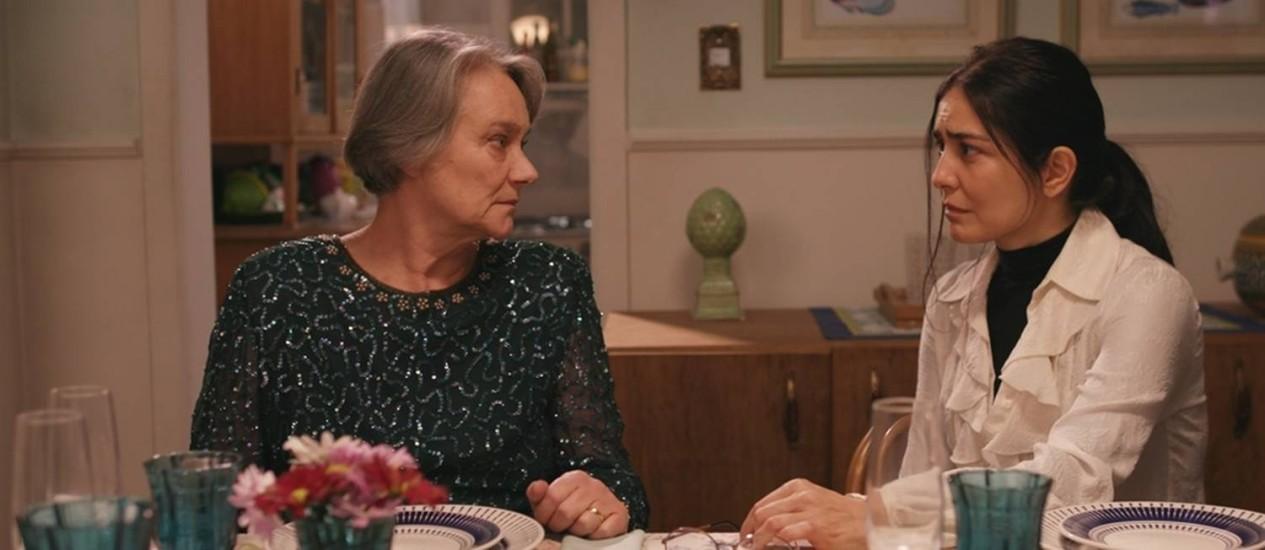Selma Egrei e Letícia Sabatella no filme Querida mamãe Foto: Divulgação
