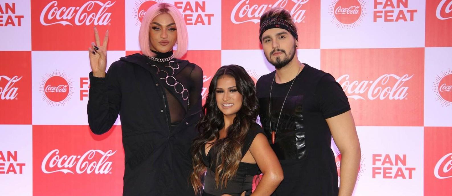 Pabllo Vittar, Simone e Luan Santana no lançamento do clipe 'Hasta la vista' Foto: Deividi Correa / AgNews