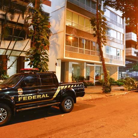 PF cumpre mandados no bairro do Leblon, Zona Sul do Rio Foto: Uanderson Fernandes / Agência O Globo