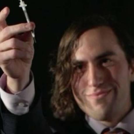 Aaron Traywick era fundador de uma empresa que estimulava pessoas a conduzirem suas prórprias pesquisas e testes for da indústria farmacêutica, geralmente testando substâncias em si mesmas Foto: Divulgação/Canaltech