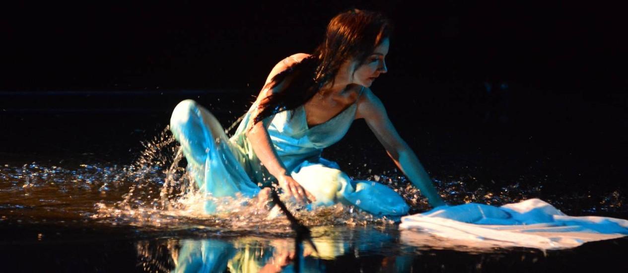 'Ilhada em mim', Djin Sganzerl no papel de Sylvia Plath Foto: Divulgação/Wilson Melo