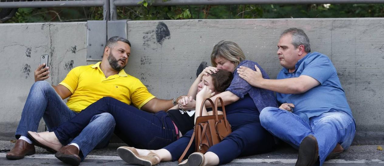 O pânico de quem passava pela Linha Amarela Foto: Pablo Jacob / Agência O Globo