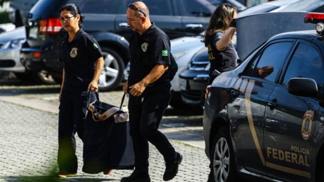 Agentes cumprem mandados da Operação Câmbio, Desligo Foto: Eliane Neves/Fotoarena / Agência O Globo