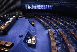 O senador Renan Calheiros discursa em um plenário do Senado esvaziado 26/04/2017 Foto: Jorge William / Agência O Globo