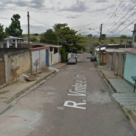 A rua onde o PM foi assassinado em Santa Cruz Foto: Reprodução / Google Street View
