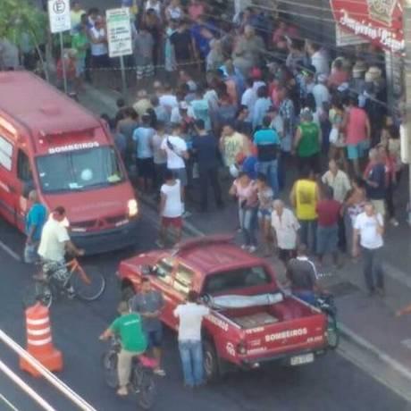 A movimentação no local das mortes Foto: Via WhatsApp