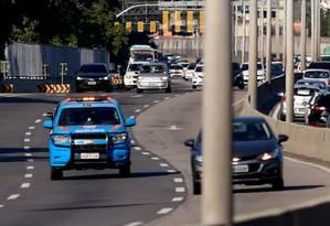 Policiamento na Linha Amarela foi reforçado nesta sexta-feira Foto: Fabiano Rocha / Agência O Globo