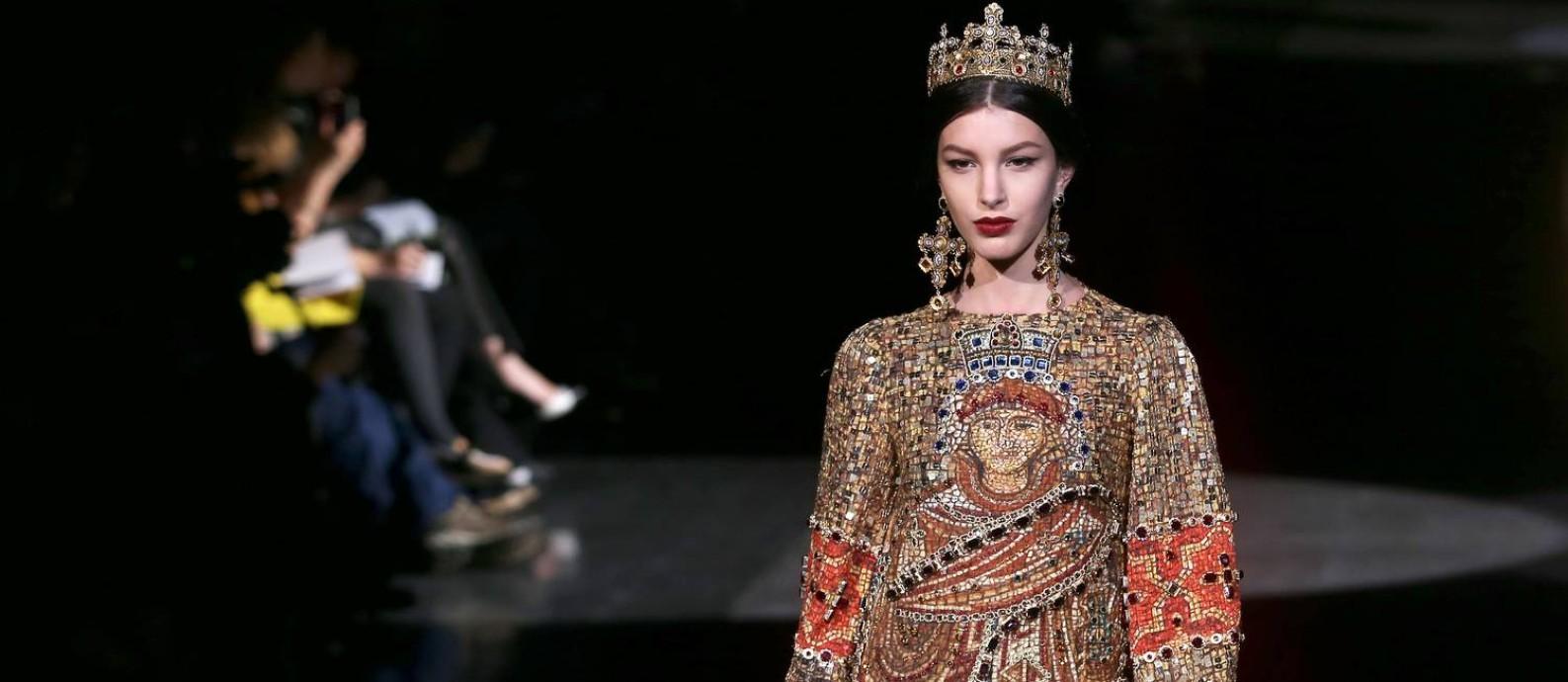 bf61c1c9cb6cb Moda e religião no inverno 2014 da Dolce   Gabbana Foto  Vittorio Zunino  Celotto