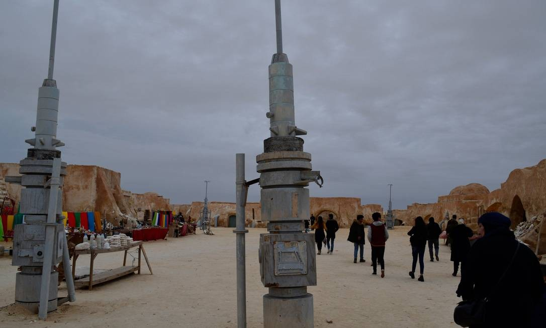 A locação de Star Wars mais conhecida fica no deserto do Saara, perto de Tozeur, no sul da Tunísia. Na telona ela é Tatooine, o planeta onde Luke Skywalker vive com sua família no começo de sua saga, no primeiro filme da franquia Foto: Cain Burdeau / AP