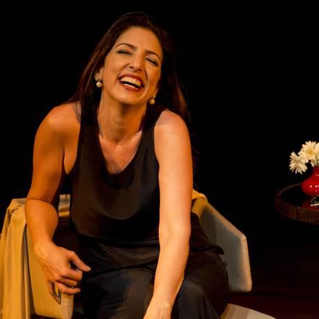 Cena da peça 'Fale mais sobre isso', com Flávia Garrafa Foto: Divulgação