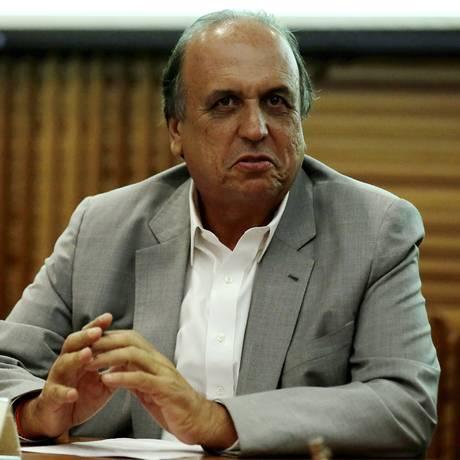 O governador Luiz Fernando Pezão Foto: Marcelo Theobald / Agência O Globo