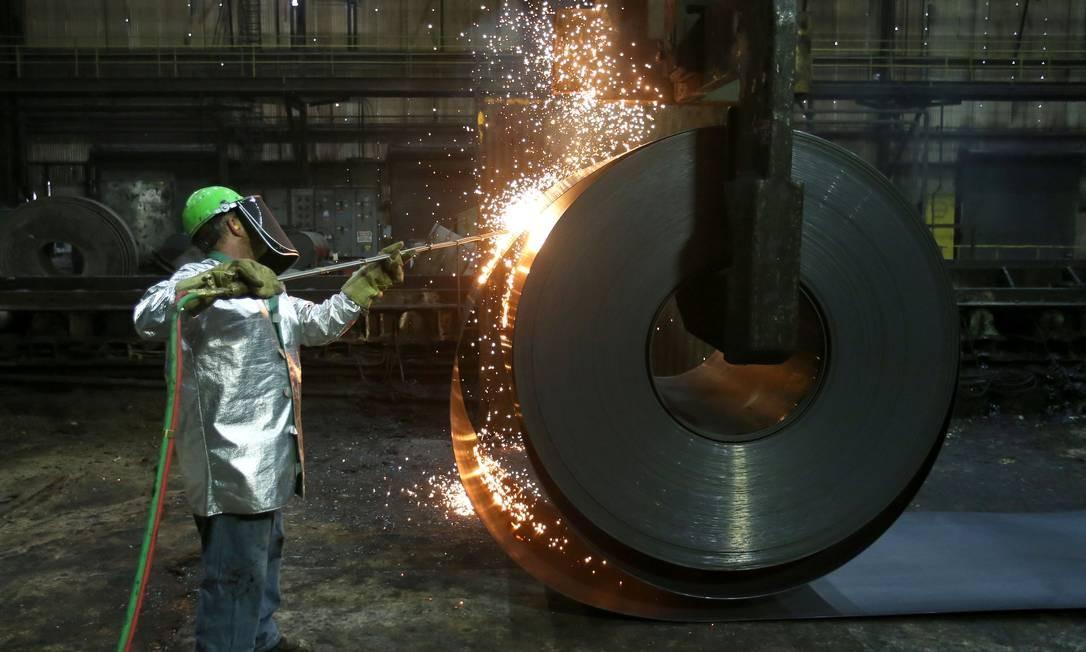 Produtos siderúrgicos estão sempre na mira do governo americano com medidas antidumping Foto: AARON JOSEFCZYK / Reuters
