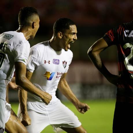 Gilberto comemora o gol da virada Foto: Lucas Merçon / Fluminense / Divulgação