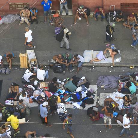 Retrato do fluxo da cracolândia Foto: Edilson Dantas / Agência O Globo