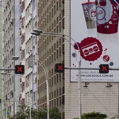 Publicidade em empena de prédio do Rio Foto: Márcia Foletto / Márcia Foletto/24-4-2012