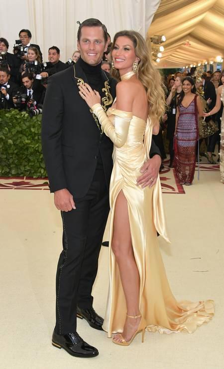 Olha a mesma cena no baile do ano passado. O atleta não resistiu e deixou sua mão boba no bumbum da supermodelo Foto: Neilson Barnard / Getty Images