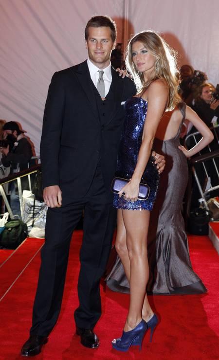 Em 2009, mais uma troca de carícias do casal no tapete vermelho do baile do MET Foto: ERIC THAYER / REUTERS