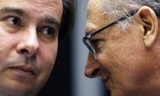 Alckmin e Maia durante uma sessão no Congresso Foto: ADRIANO MACHADO / REUTERS
