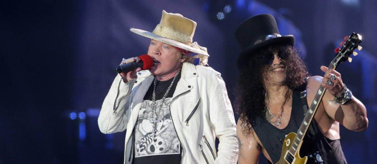 Axl Rose e Slash durante show do Guns N' Roses no Rock in Rio 2017 Foto: Márcio Alves / O Globo