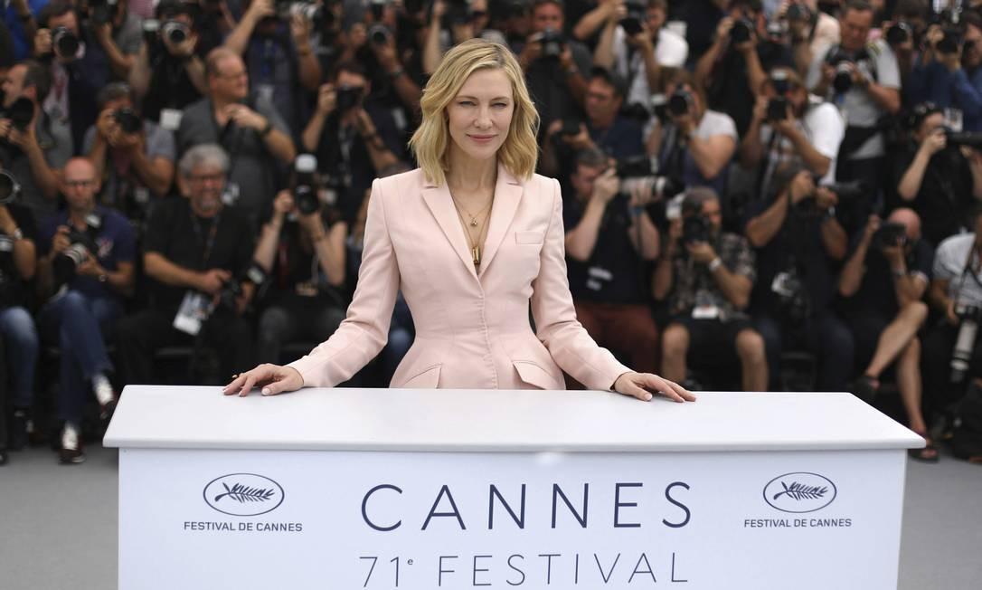 'Mudanças não acontecem da noite para o dia, mas a partir de ações específicas e duradouras. É preciso trabalhar muito e observar o que está sendo feito no sentido de estimular a diversidade e a igualdade de oportunidades entre homens e mulheres', esse foi o recado de Cate Blachett, presidente do júri de Cannes, na coletiva de abertura do Festival, nesta terça-feira. Foto: Vianney Le Caer / AP
