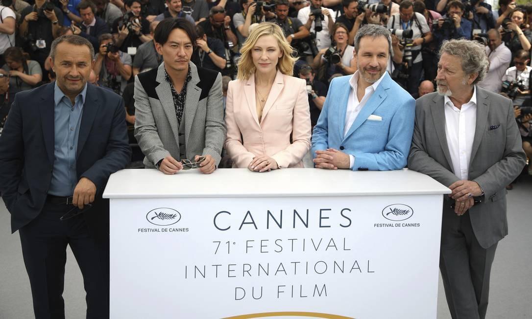 O cineasta russo Andrei Zvyagintsev, o ator taiwanês Chang Chen, o diretor canadense Denis Villeneuve e o cineasta francês Robert Guédiguian completam a mesa Foto: Vianney Le Caer / AP