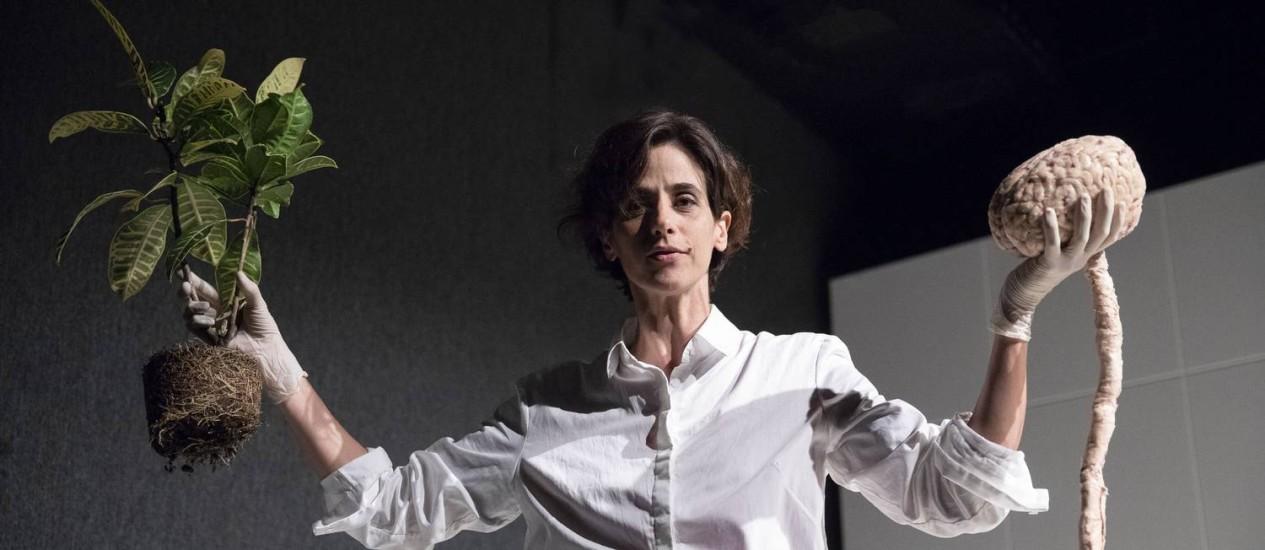 """A atriz Mariana Lima, em estreia como dramaturga em """"Cérebrocoração"""" Foto: Leo Aversa / Agência O Globo"""