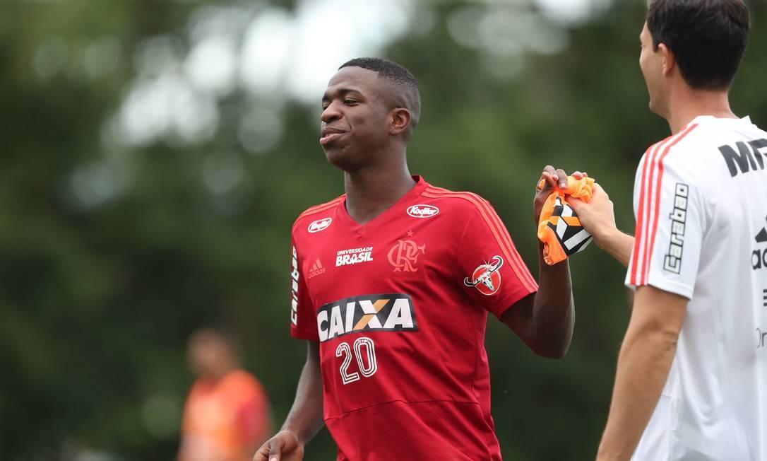 Evolução de Vinicius Jr. no Flamengo agrada ao Real - Jornal O Globo 79cc68b6f2e44